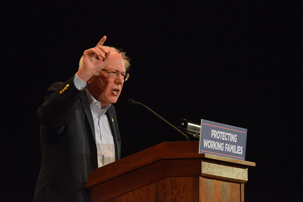 Middle Class「Protecting Working Families Tour By MoveOn.org And The Not One Penny Campaign With Sen. Sanders In Dayton, OH」:写真・画像(3)[壁紙.com]