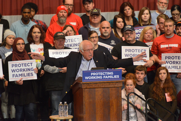 Middle Class「Protecting Working Families Tour By MoveOn.org And The Not One Penny Campaign With Sen. Sanders In Dayton, OH」:写真・画像(7)[壁紙.com]