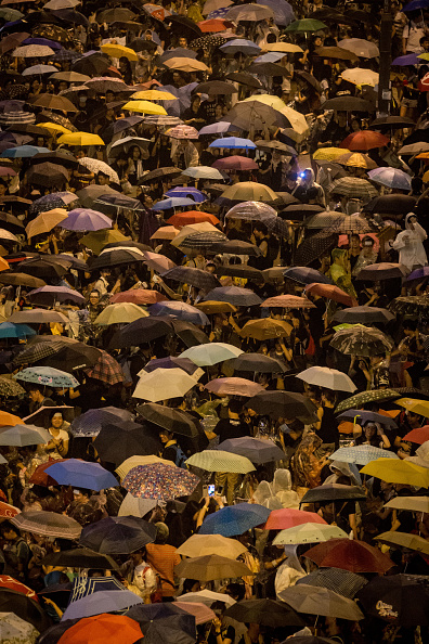 Umbrella「Sit In Protest Continues In Hong Kong Despite Chief Executive's Calls To Withdraw」:写真・画像(14)[壁紙.com]