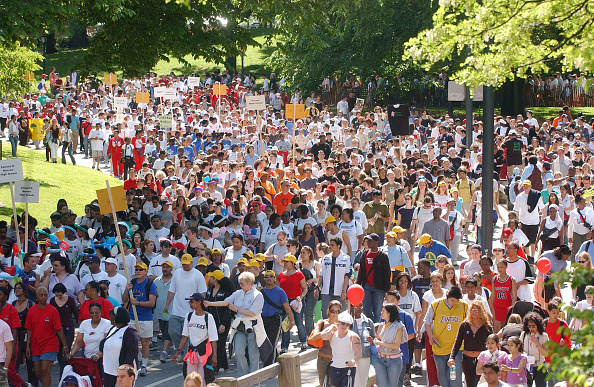 Walking「AIDS Walk Is Held In NYC」:写真・画像(13)[壁紙.com]