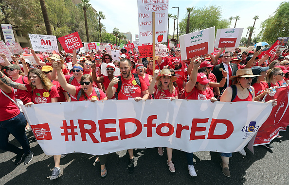 Arizona「Arizona Teachers Go On Strike And March To State Capitol」:写真・画像(2)[壁紙.com]