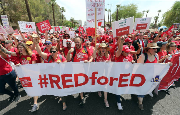 Arizona Teachers Go On Strike And March To State Capitol:ニュース(壁紙.com)