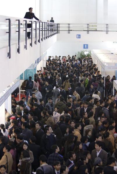 Cancan Chu「Job Seekers Flock To Job Fair」:写真・画像(19)[壁紙.com]