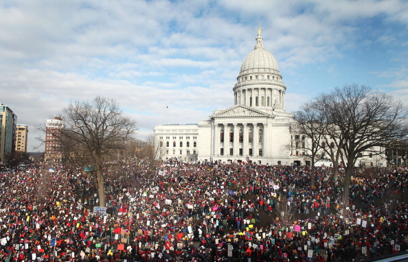 Wisconsin「Thousands Of Demonstrators Protest Recent Passage Of Controversial Budget Bill」:写真・画像(5)[壁紙.com]