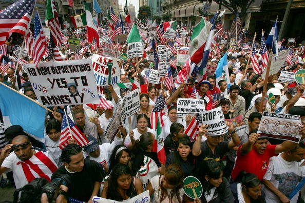 Alien「Immigrants Hold Marches Across U.S. On May Day」:写真・画像(9)[壁紙.com]