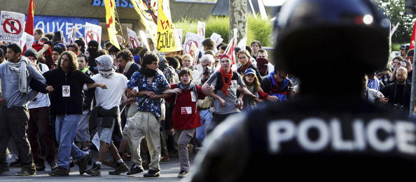 Focus On Background「Anti G8 Protestors March Through The Streets Of Geneva」:写真・画像(1)[壁紙.com]