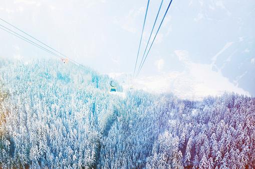 Ski Resort「The Mayrhofen cable car heading back down to the village」:スマホ壁紙(2)