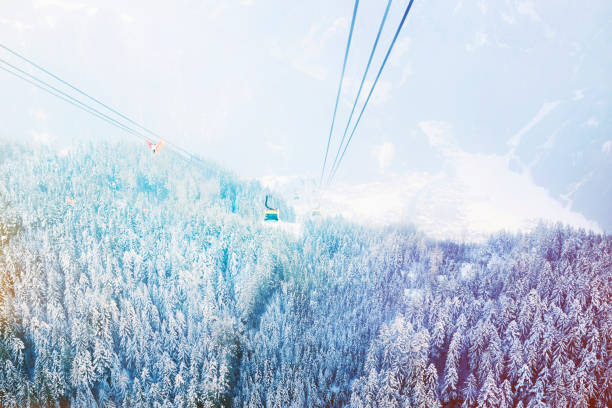 The Mayrhofen cable car heading back down to the village:スマホ壁紙(壁紙.com)