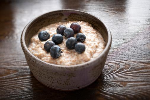 Blueberry「A rustiv bowl of porridge with blueberries」:スマホ壁紙(4)