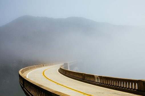 Bixby Creek Bridge「Road in the Morning Fog」:スマホ壁紙(19)