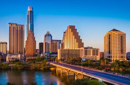 Austin - Texas「Austin Texas cityscape skyline panorama, Congress Avenue Bridge, late afternoon」:スマホ壁紙(15)