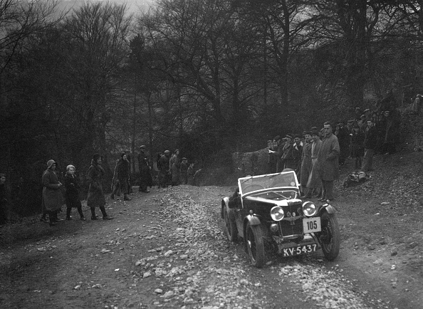 Country Road「MG J2 of Mrs MM Riley climbing Nailsworth Ladder, Sunbac Colmore Trial, Gloucestershire, 1934」:写真・画像(18)[壁紙.com]