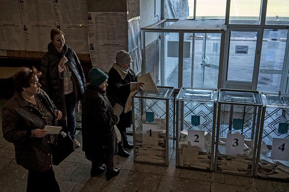 Brendan Hoffman「Ukraine Holds Presidential Election」:写真・画像(9)[壁紙.com]