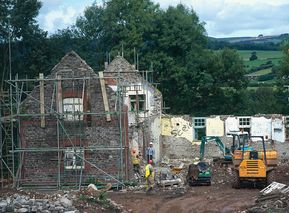 Brick Wall「Cardiff, Cefn Mably. Luxury housing development in 12 acres of parkland by regional developer Meadgate Homes overlooking countryside. Rebuilding of dilapidated Stable Block to to form luxury detached house.」:写真・画像(4)[壁紙.com]
