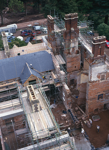 Brick Wall「Cardiff, Cefn Mably. Luxury housing development in 12 acres of parkland by regional developer Meadgate Homes overlooking countryside. Conversion of 16th century Grade II listed country house in foreground.  View from the site tower crane showing chimneys」:写真・画像(18)[壁紙.com]