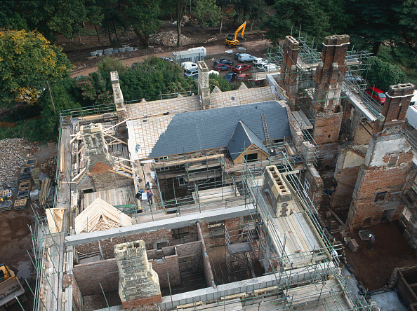 Brick Wall「Cardiff, Cefn Mably. Luxury housing development in 12 acres of parkland by regional developer Meadgate Homes overlooking countryside. Conversion of 16th century Grade II listed country house in foreground.  View from the site tower crane showing chimneys」:写真・画像(1)[壁紙.com]