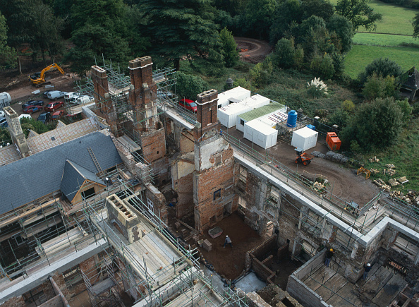 Brick Wall「Cardiff, Cefn Mably. Luxury housing development in 12 acres of parkland by regional developer Meadgate Homes overlooking countryside. Conversion of 16th century Grade II listed country house in foreground.  View from the site tower crane showing chimneys」:写真・画像(19)[壁紙.com]