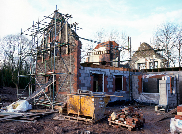 Brick Wall「Cardiff, Cefn Mably. Luxury housing development in 12 acres of parkland by regional developer Meadgate Homes overlooking countryside. Rebuilding of dilapidated Stable Block to form luxury detached house.」:写真・画像(18)[壁紙.com]