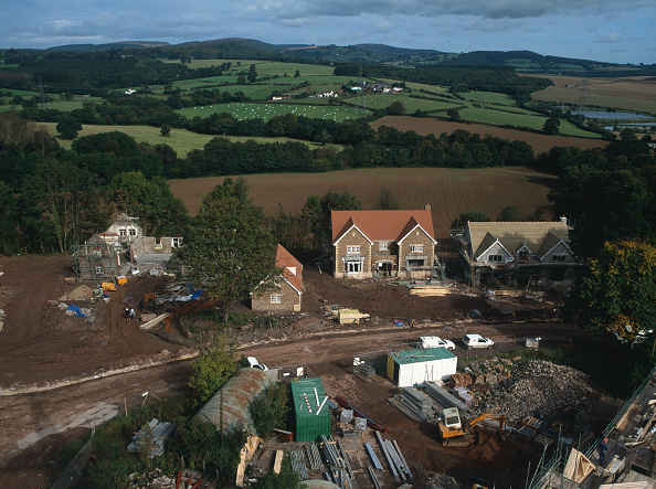 Brick Wall「Cardiff, Cefn Mably. Luxury housing development in 12 acres of parkland by regional developer Meadgate Homes.  Construction of new detached house with conversion of stable block to house nearby.」:写真・画像(18)[壁紙.com]