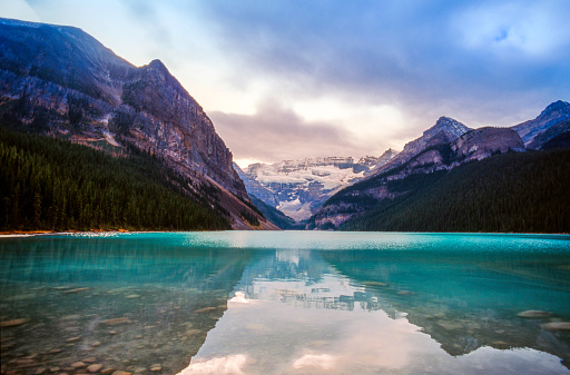 Water Surface「Lake Louise with Mt .Victoria and Victoria Glaciers, Banff National Park, Canada」:スマホ壁紙(19)