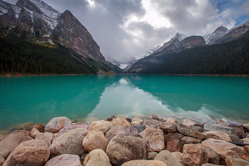 National Park「Lake Louise in Banff National Park」:スマホ壁紙(3)