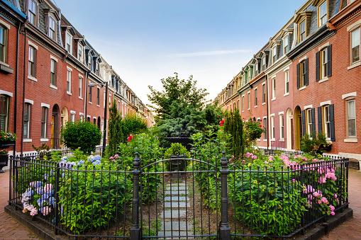 Pennsylvania「Row Homes and Community Garden in South Philadelphia Neighborhood」:スマホ壁紙(18)