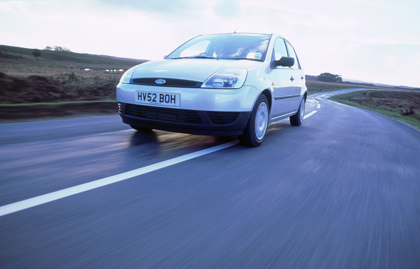 Low Angle View「2004 Ford Fiesta LX」:写真・画像(16)[壁紙.com]