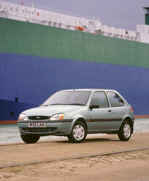 Environmental Conservation「2000 Ford Fiesta Finesse」:写真・画像(3)[壁紙.com]