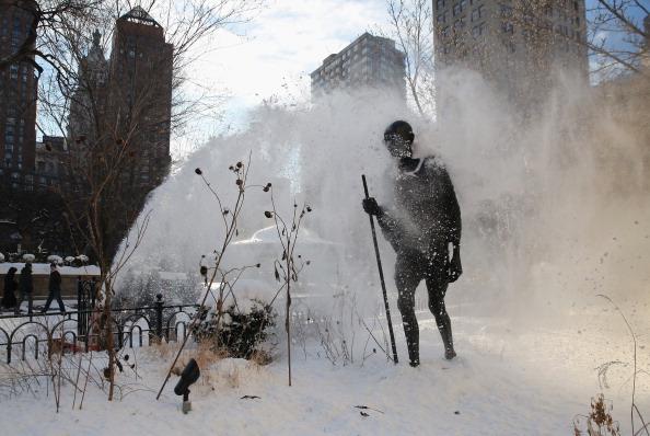 Art Product「Frigid Temperatures And Snow Hamper NYC Morning Commute」:写真・画像(1)[壁紙.com]