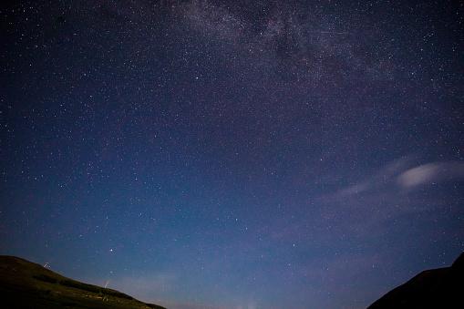 星空「美しい天の川の背景」:スマホ壁紙(15)