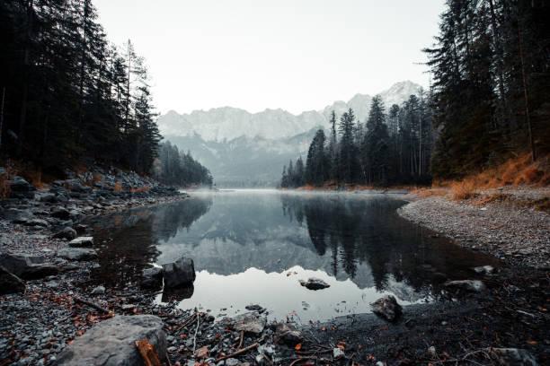 Beautiful mountain lake:スマホ壁紙(壁紙.com)