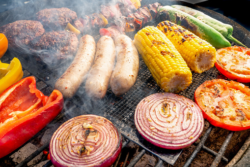 Ketogenic Diet「A Beautiful Mixed Grill Meat And Fresh Vegetables Arranged On A Charcoal Grill」:スマホ壁紙(4)