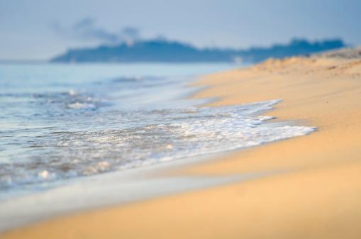 波「朝には、美しい熱帯のビーチ」:スマホ壁紙(7)