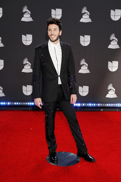 Sebastián Yatra「20th Annual Latin GRAMMY Awards - Arrivals」:写真・画像(4)[壁紙.com]