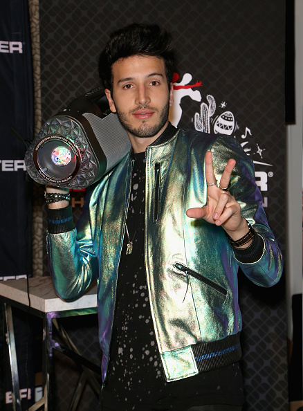 Sebastián Yatra「The 18th Annual Latin Grammy Awards - Gift Lounge - Day 3」:写真・画像(5)[壁紙.com]