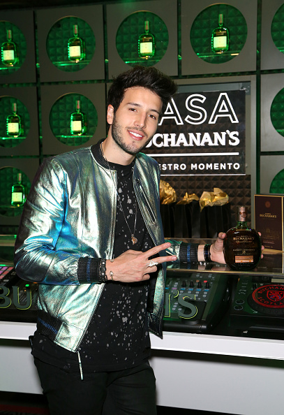 Sebastián Yatra「The 18th Annual Latin Grammy Awards - Gift Lounge - Day 3」:写真・画像(3)[壁紙.com]