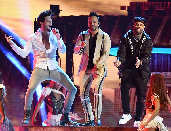 Sebastián Yatra「2019 Billboard Latin Music Awards - Show」:写真・画像(10)[壁紙.com]