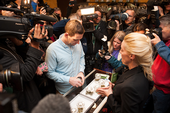 Recreational Pursuit「Legal Sale Of Recreational Marijuana Begins In Colorado」:写真・画像(0)[壁紙.com]