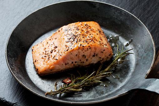 Schist「Fried salmon fillet in a frying pan」:スマホ壁紙(10)