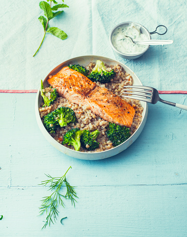 Broccoli「Fried salmon with buckwheat pilaf and broccoli in a bowl」:スマホ壁紙(5)