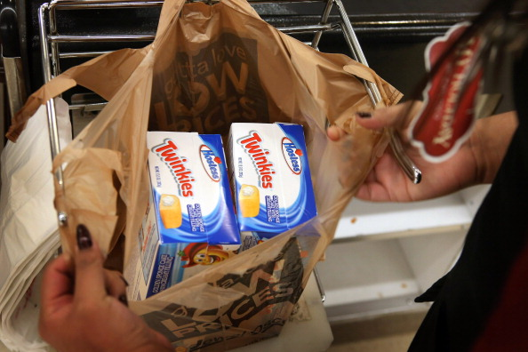 Unhealthy Eating「Last Shipment Of Hostess Twinkies Arrives In Chicago Area Stores」:写真・画像(19)[壁紙.com]