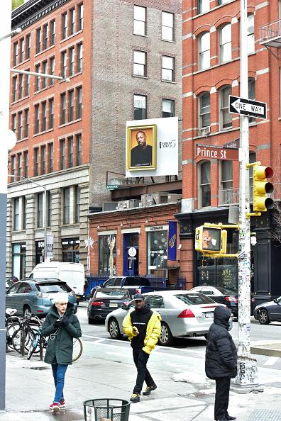 ニューヨークファッションウィーク「E!'s Front Five Soho billboard For NYFW Including LaQuan Smith」:写真・画像(2)[壁紙.com]