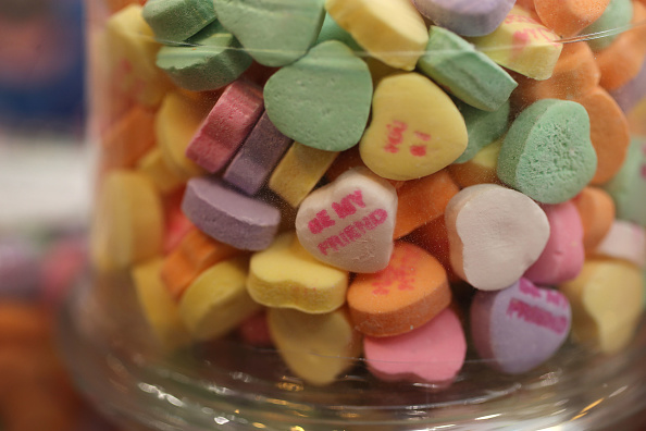 Symbol「Valentine's Day Favorite Sweethearts Candy Will Be Scarce In 2019」:写真・画像(13)[壁紙.com]