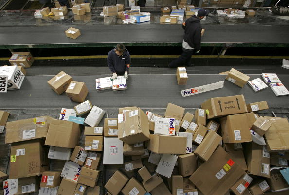 Freight Transportation「UPS And FedEx Deliver Packages As Holiday Shopping Season Begins」:写真・画像(14)[壁紙.com]