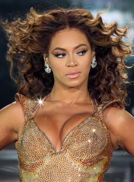 メタリック「Beyonce Performs In Japan」:写真・画像(1)[壁紙.com]