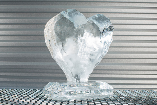 Ice Sculpture「Melting heart made of ice」:スマホ壁紙(19)