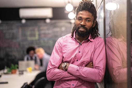 Incidental People「African businessman portrait at modern startup company」:スマホ壁紙(8)