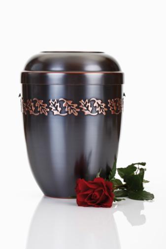 Cremation「Cremation urn and red rose」:スマホ壁紙(1)