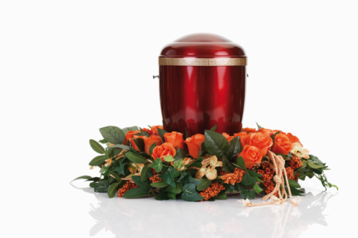 Cremation「Cremation urn with floral wreath」:スマホ壁紙(1)