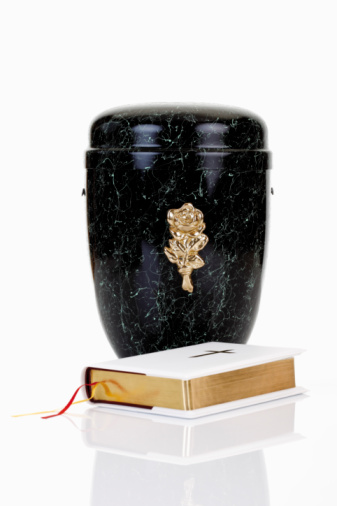 Cremation「Cremation urn and bible」:スマホ壁紙(3)